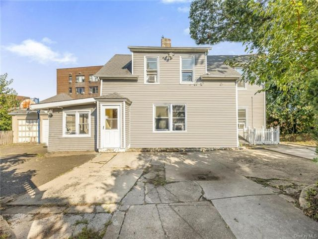 4 BR,  2.00 BTH Colonial style home in Yonkers