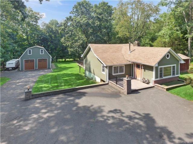 2 BR,  2.00 BTH Ranch style home in Clarkstown