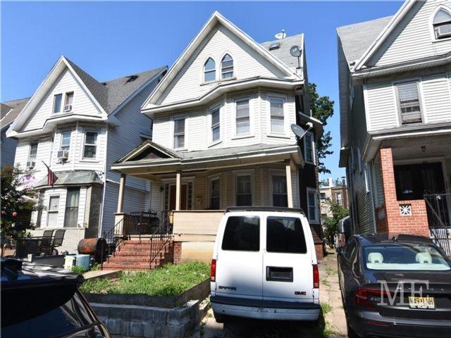 6 BR,  0.00 BTH Multi-family style home in Flatbush