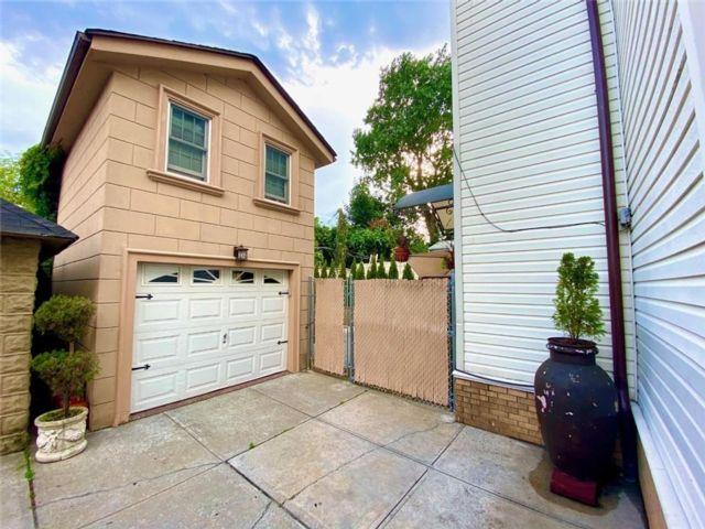 5 BR,  3.00 BTH Multi-family style home in Bensonhurst