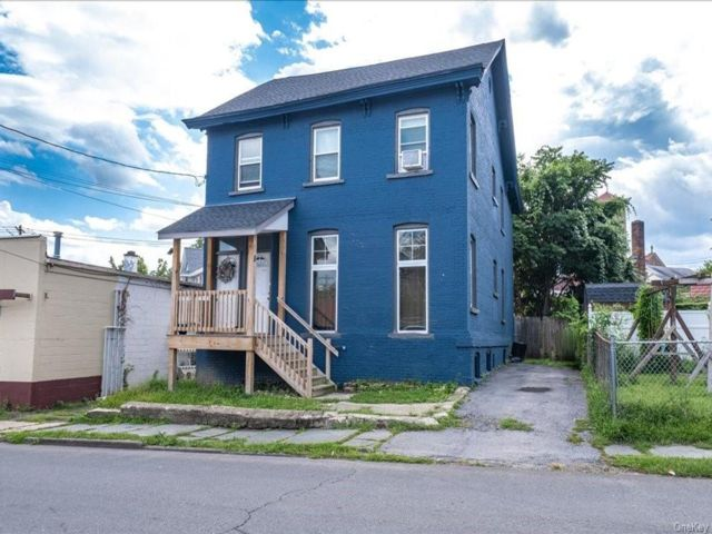 5 BR,  2.00 BTH 2 story style home in Middletown