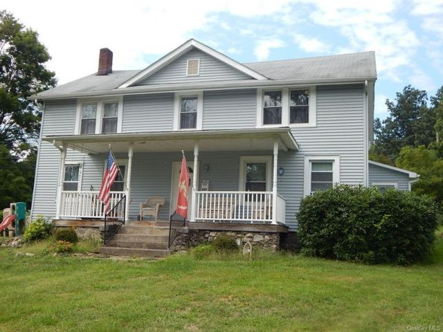 5 BR,  2.00 BTH Colonial style home in Monroe