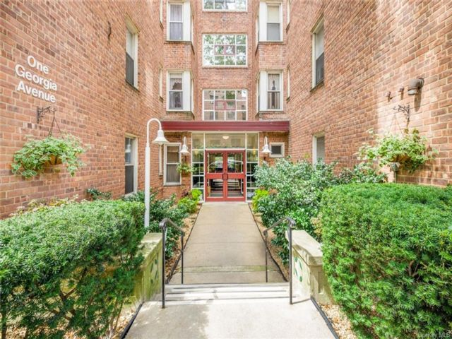 2 BR,  1.00 BTH High rise style home in Yonkers