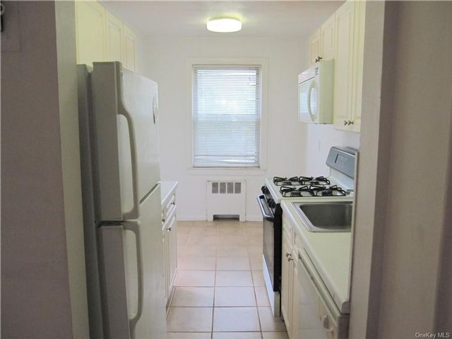 1 BR,  1.00 BTH Co-op style home in White Plains