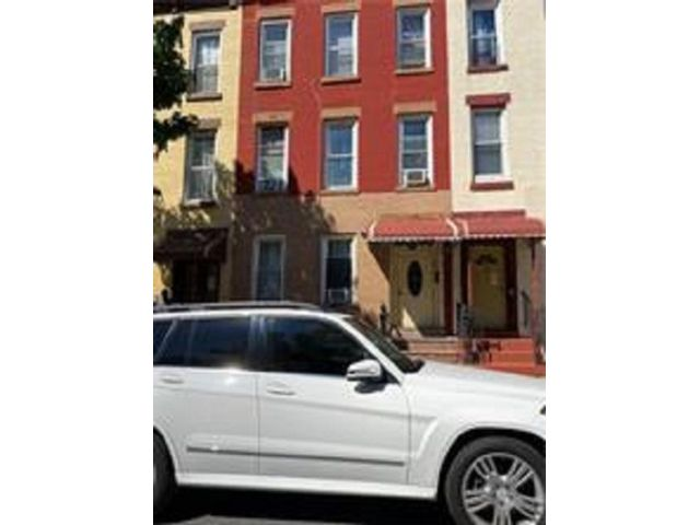 6 BR,  3.00 BTH Ranch style home in Bedford Stuyvesant