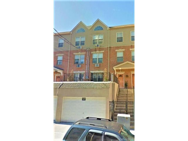 8 BR,  4.00 BTH Other style home in Mosholu