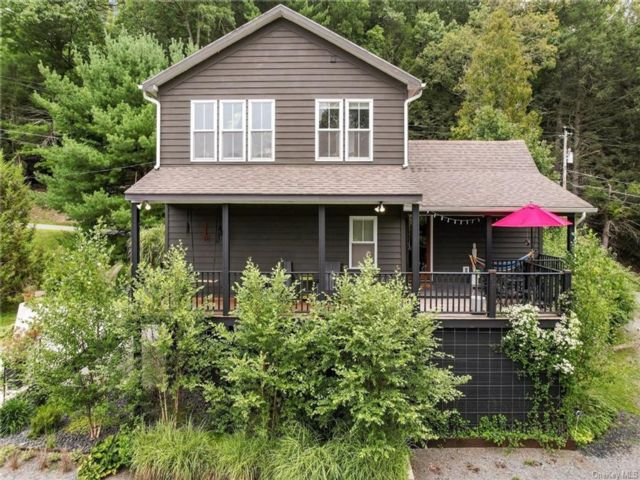 2 BR,  2.00 BTH House style home in Lumberland