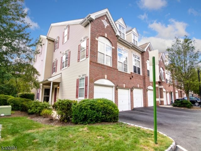 2 BR,  2.50 BTH Townhouse-end u style home in Clifton