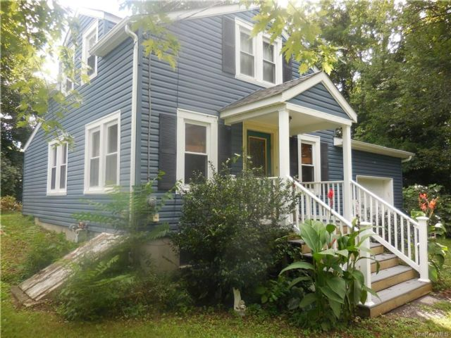 2 BR,  1.00 BTH 2 story style home in New Windsor