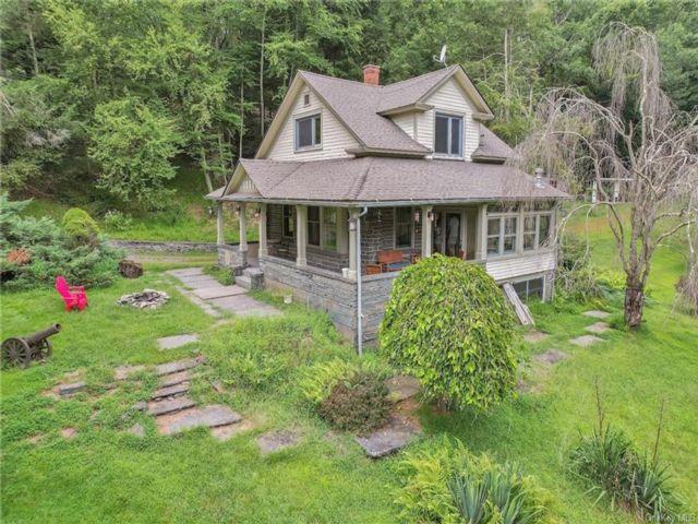 3 BR,  2.00 BTH Farmhouse style home in Shohola