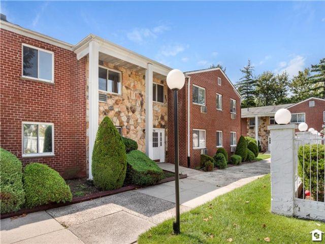 Studio,  1.00 BTH Condominium style home in New Springville
