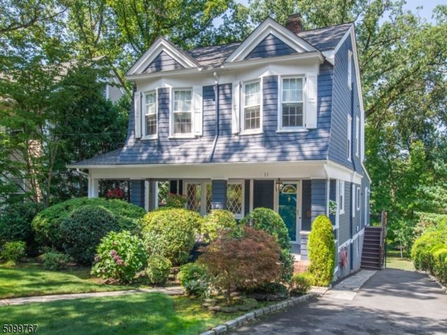 3 BR,  2.00 BTH Colonial style home in Nutley
