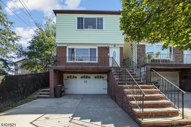 6 BR,  3.55 BTH Multi-family style home in Bayonne
