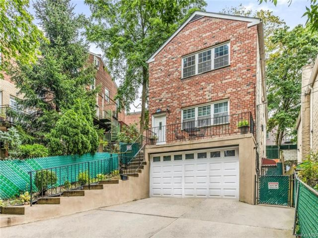 7 BR,  3.00 BTH Other style home in Riverdale
