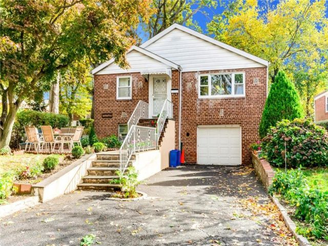 2 BR,  2.00 BTH Ranch style home in Yonkers