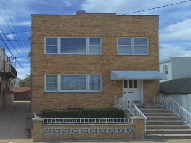 8 BR,  3.00 BTH Multi-family style home in Dyker Heights