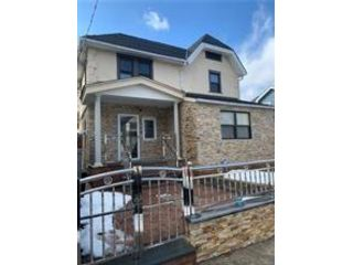 5 BR,  3.00 BTH Single family style home in West Brighton