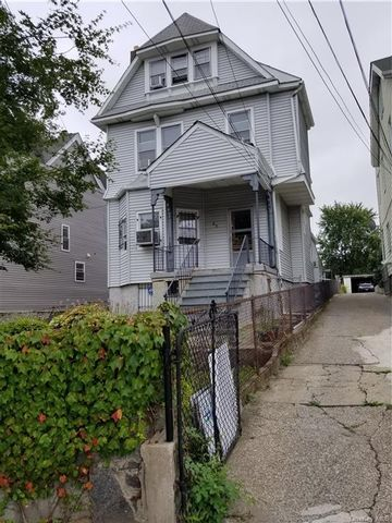 7 BR,  3.00 BTH Trilevel style home in Yonkers