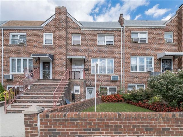 4 BR,  2.00 BTH Multi-family style home in Dyker Heights