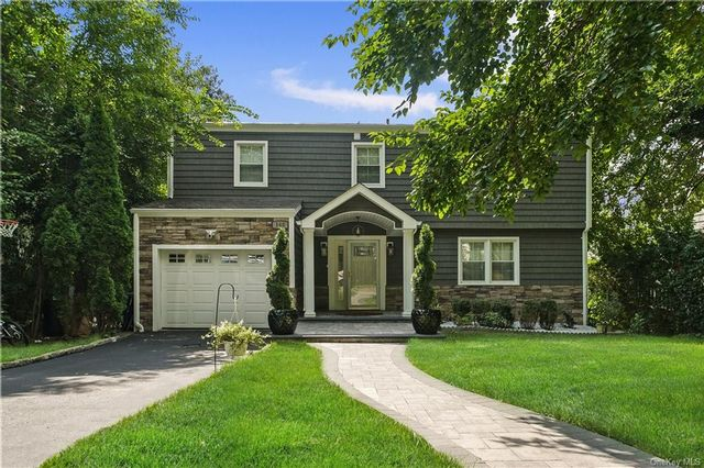 4 BR,  2.00 BTH Split level style home in New Rochelle