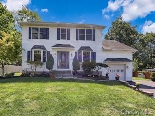5 BR,  3.00 BTH Colonial style home in Haverstraw