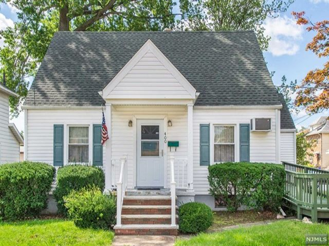 4 BR,  2.00 BTH Cape code style home in Lyndhurst
