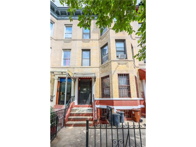 8 BR,  0.00 BTH Multi-family style home in Sunset Park