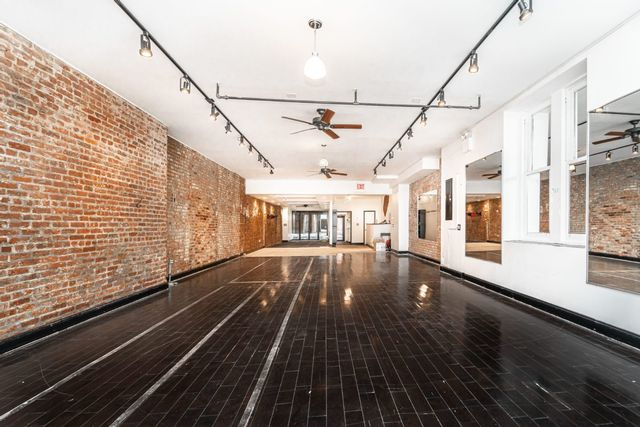 Studio,  2.00 BTH Commercial style home in Chelsea