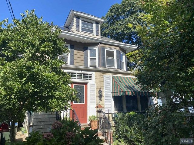 2 BR,  2.00 BTH 2 family style home in Rutherford