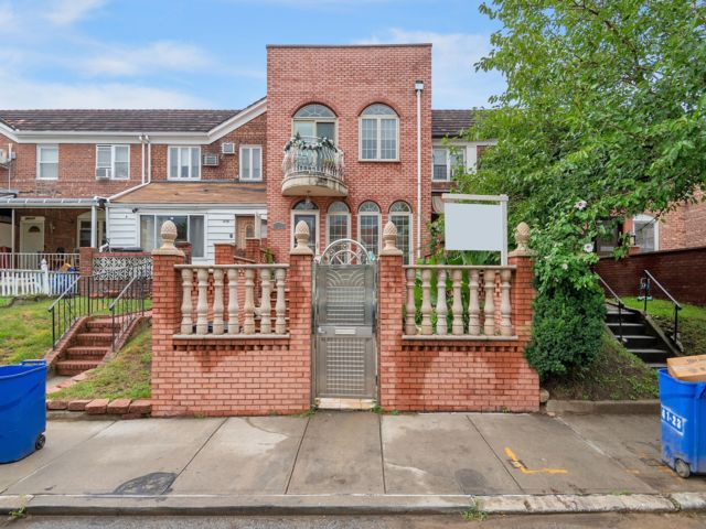 3 BR,  2.50 BTH Townhouse style home in Flushing