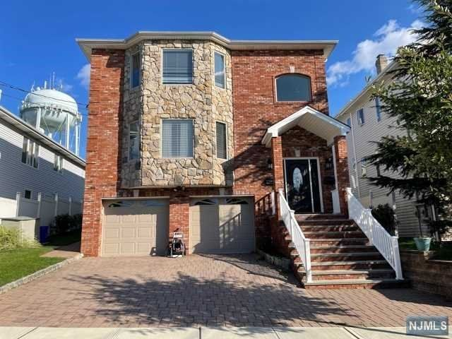 3 BR,  3.00 BTH 2 family style home in Carlstadt