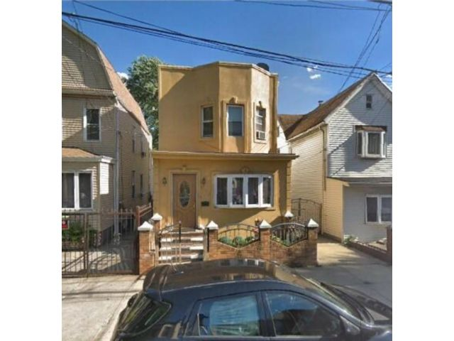 4 BR,  1.00 BTH Single family style home in Woodhaven