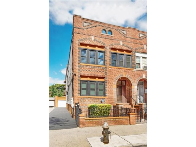 Studio,  5.00 BTH Multi-family style home in Brownsville