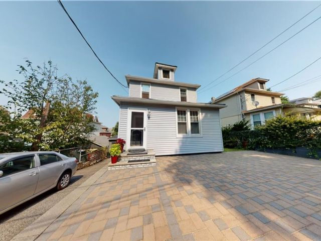 4 BR,  3.00 BTH Single family style home in New Brighton
