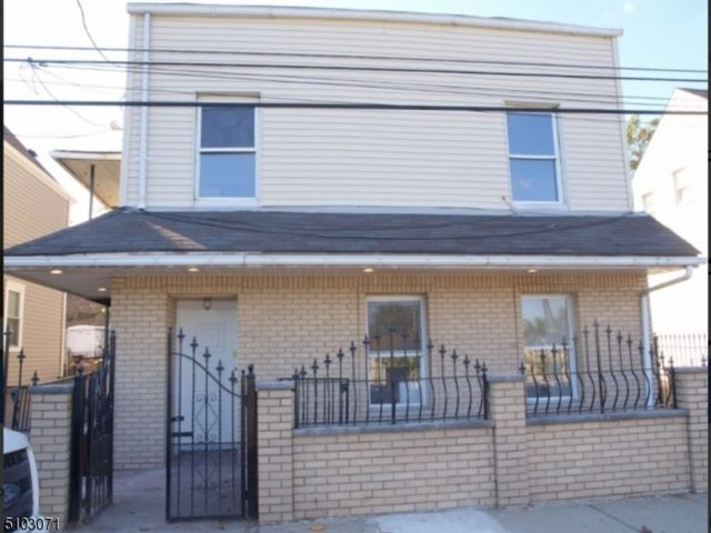 2 BR,  1.50 BTH House style home in Belleville