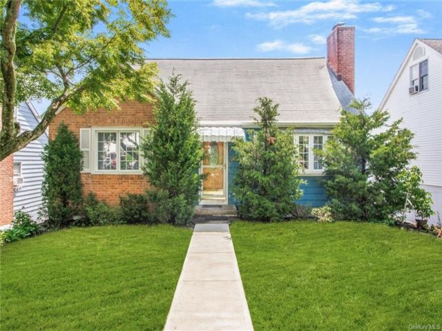 4 BR,  2.00 BTH Cape style home in Yonkers