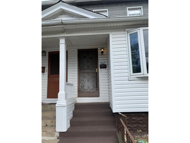 3 BR,  2.00 BTH Single family style home in Old Mill Basin
