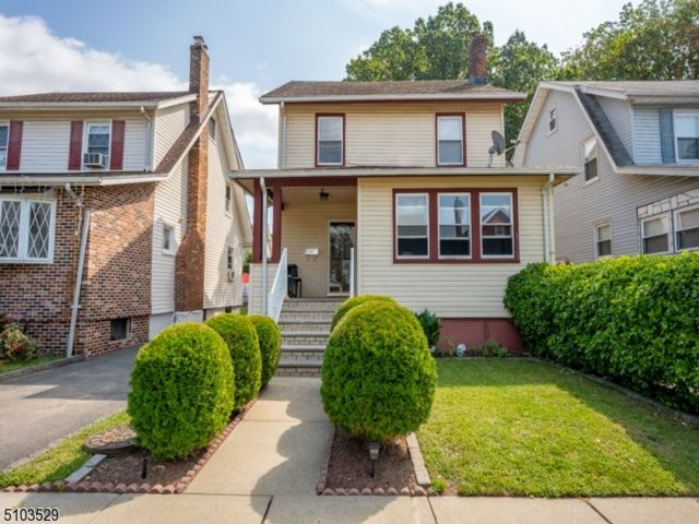 4 BR,  2.00 BTH Colonial style home in East Orange