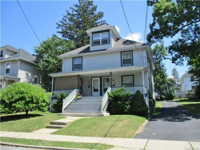 6 BR,  4.00 BTH Colonial style home in Middletown