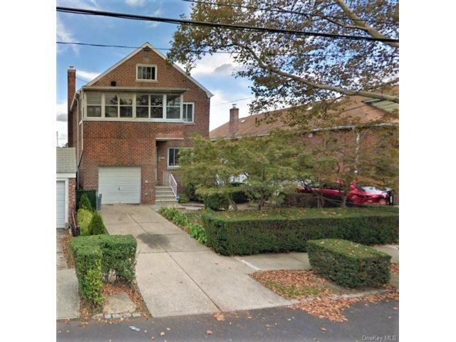 6 BR,  3.00 BTH Other style home in Esplanade