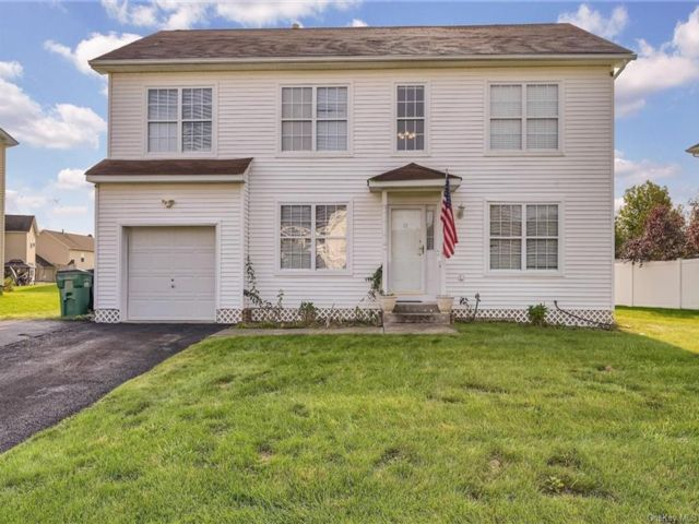 3 BR,  3.00 BTH Colonial style home in Newburgh