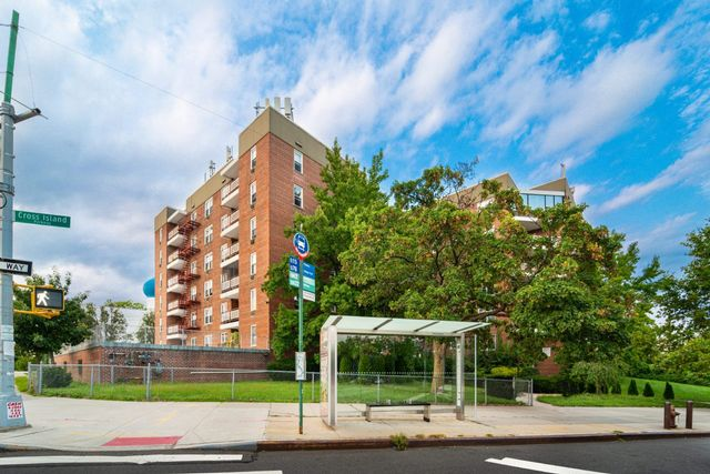 1 BR,  1.00 BTH Coop style home in Whitestone
