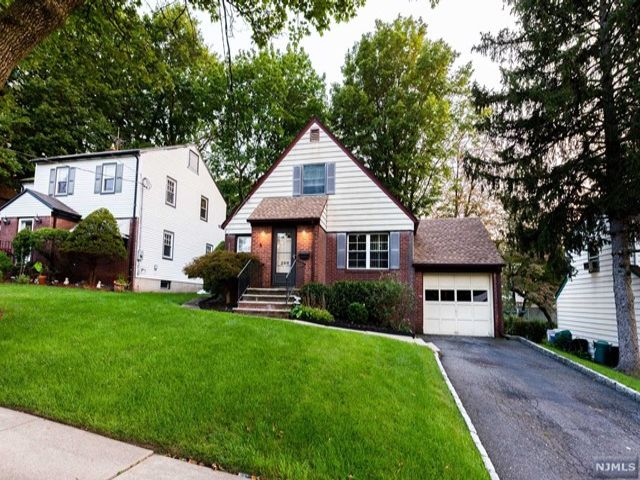 3 BR,  2.00 BTH Cape code style home in Teaneck