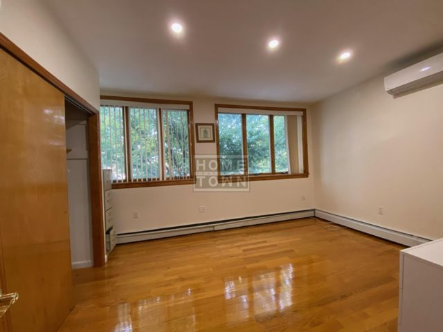2 BR,  1.00 BTH Rental style home in Dyker Heights