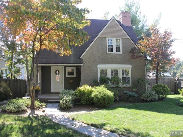 3 BR,  2.00 BTH Colonial style home in Teaneck