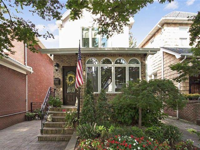 3 BR,  3.50 BTH Single family style home in Bay Ridge