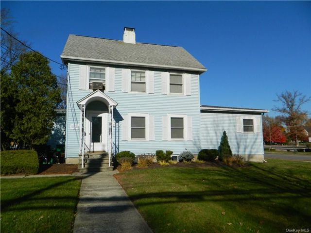 Studio,  0.00 BTH Commercial style home in Blooming Grove