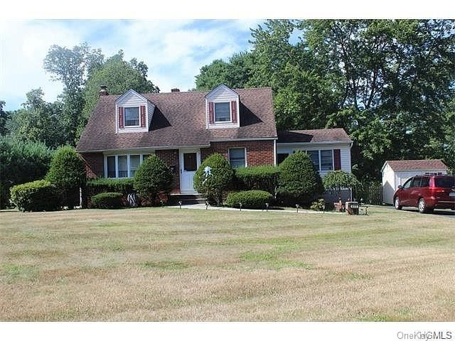 4 BR,  2.00 BTH Single family style home in Orangetown