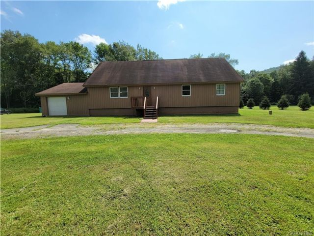 4 BR,  4.00 BTH Cape style home in Rockland