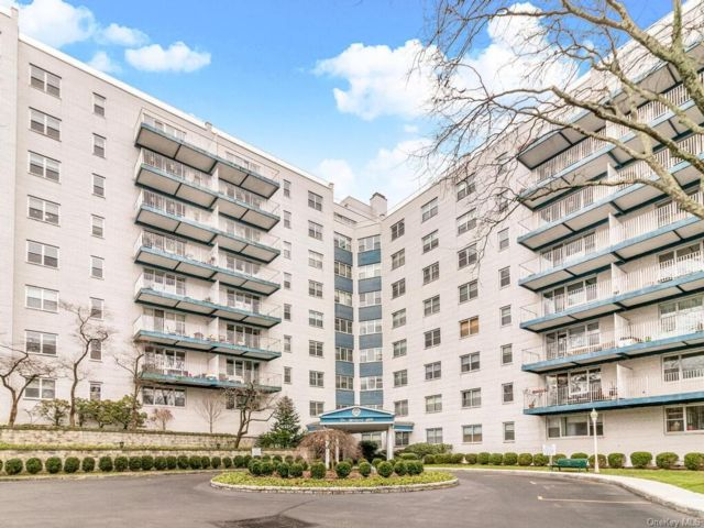 1 BR,  1.00 BTH Mid rise style home in White Plains